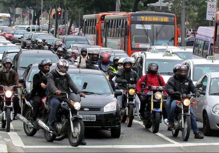 moto no transito segurança